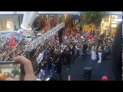 Шок!Весь Хан Шатыр поют песню Қайтадан
