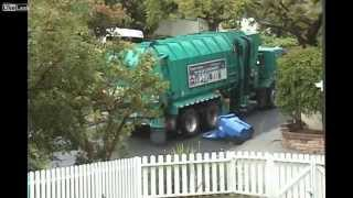 A very angry garbage truck - Cars and Vehicles on Youtube