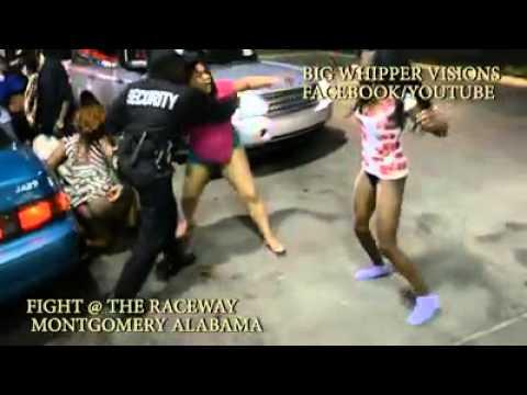 Pelea De Mujeres En Estacionamiento