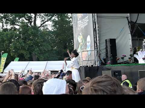 Noisettes Never Forget You Security Shoulder Ride Guilfest 2011 HD
