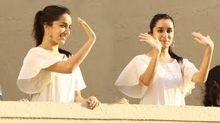 CUTE Shraddha Kapoor Waves To Fans Outside House during Ganesh Chaturthi