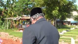Bunga Rampai TiVi 1634 Papa Ira Adek ke makam Mama pas hari keberangkatan bag 2 2010