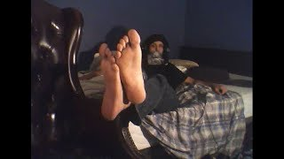 Creamy size 13 male soles in jeans (loud at 2:05!)