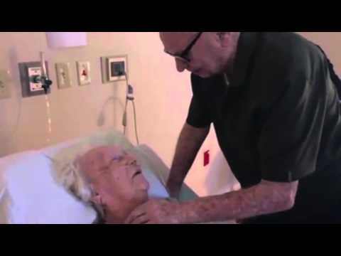 92-year-old man sings heartbreaking melody to his dying wife