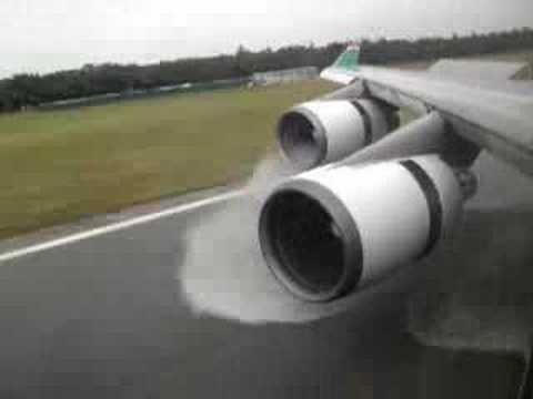 Boeing 747 400 Amazing Landing and Reverse Thrust Spray Eva Air