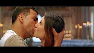 Kareena kapoor kissing