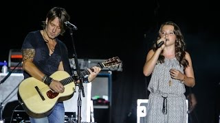 Keith Urban & 11 year old Lauren Spencer-Smith WOW crowds live in concert in front of 20,000+