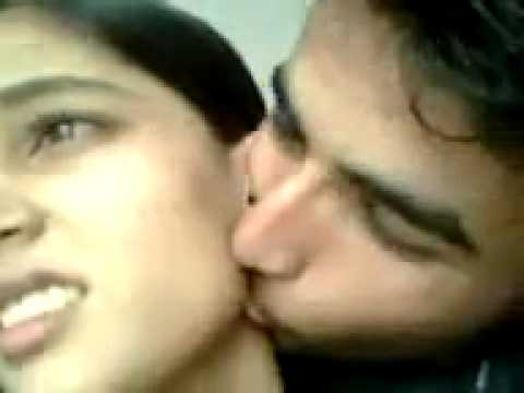 Xxx Mp4 SEXY KISS BY PAKISTANI BOY 3gp Sex