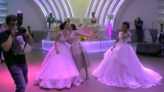 Dy motrat nuse vallzojne me nenen e tyre ne dasem