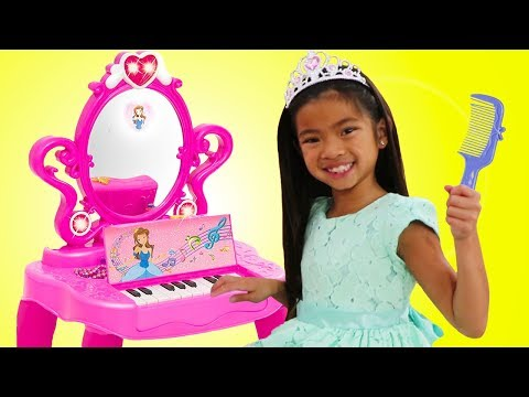 Xxx Mp4 Emma Pretend Play With Makeup Vanity Piano Play Table Toy W Disney Rapunzel And Elsa 3gp Sex