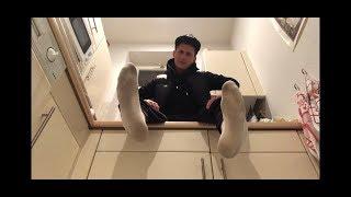 Weiße Nike Air Max, eingetragene weiße Socks und meine Boyfeet für Dich ^^ (verbal)