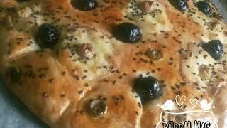 خبز الزيتون و الجبن لمرافقه الشوربات و الحساء في رمضان وصفه سهلة و سريعه و لذيذة