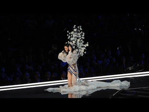 Xxx Mp4 Chinese Model Falls At Victoria 39 S Secret Show 3gp Sex