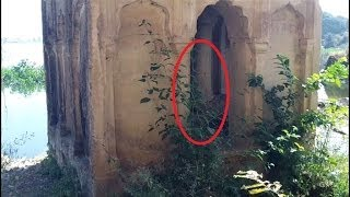 Ghost caught in abandoned ruin [ Most dangerous ghost on cam]