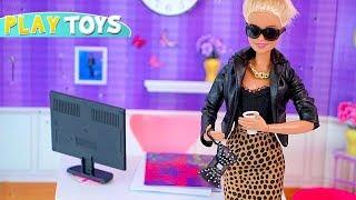 Barbie Doll Fashionista Designer Dress maker! Barbie Girl DIY dress collection from play doh