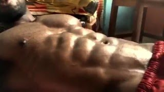 Indian fitness model Siddhant Jaiswal amazing abs flexing video