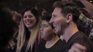 Lionel Messi en el teatro viendo a su amigo Nico Vázquez (Buenos Aires)