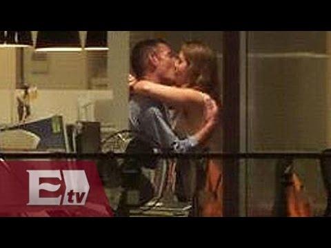 Empleados de aseguradora dan show de sexo en vivo a clientes de bar