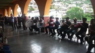 Banda Autoctona De Yalalag- Ella (son itsmeño)