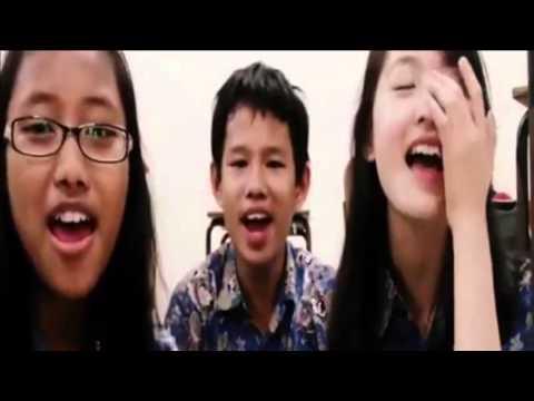 Natasha Wilona Masih Kecil Nyanyi Di Dalam Kelas