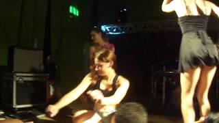 Andrea dançarina na balada
