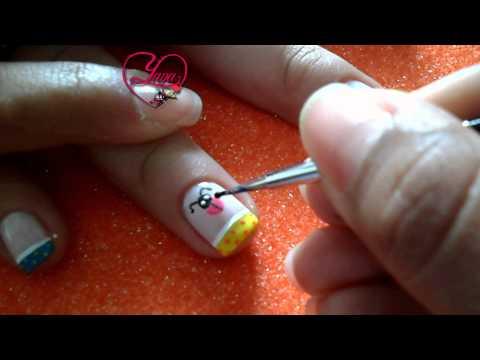 11 Decorado de uñas con una Mariquita