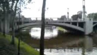 Thais e Renato no River Torrens