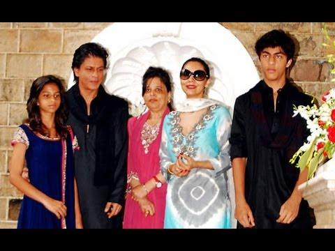 Video - Shahrukh Khan celebrates Eid with family