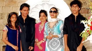 Video - Shahrukh Khan celebrates Eid with family