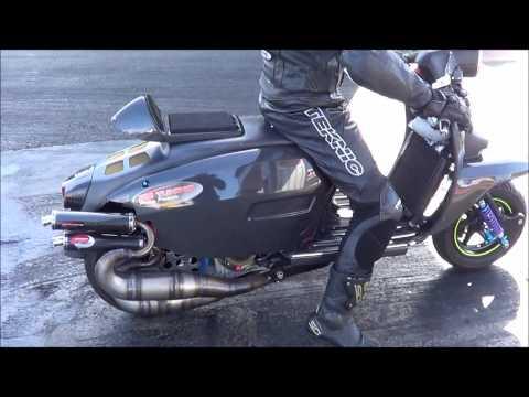 PM Tunings Carbon Lambretta X2 Sprinter at Santa Pod 01.04.2012 Rider Joe Elliot