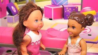Rodzinka Barbie - Zawody sportowe w przedszkolu. Bajka dla dzieci po polsku. The Sims 4. Odc. 95
