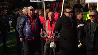 Ora News - Basha krah protestuesve para parlamentit: Nuk merrni pagat nga korrupsioni qeveritar