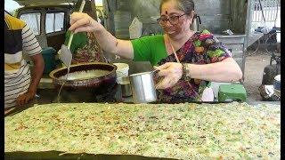 Amazing Hard Working Hyderabadi Lady Selling Rava Dosa / Pizza Dosa | Street Food Hyderabad