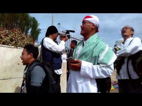 Peserta aksi #212 menangis histeris lagu Indonesia Raya dinyanyikan