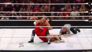 Chris Jericho Makes The Great Khali Tap Out !!