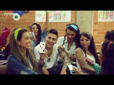 Maluma y las ganadoras del primer concurso de Addicted!
