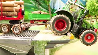 RC TRACTOR ACTION: Animals on the road cause ACCIDENT - Rc Model & Toy fun