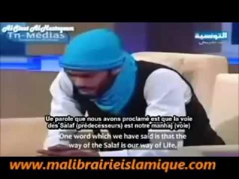 un jeune tunisien surpren le public par un chant islamique
