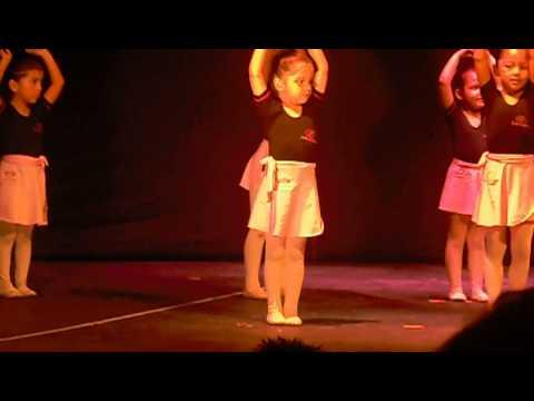 Mi princesa Valeria Gonzalez en su presentacion de Ballet Dama Antañona