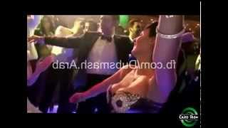 "رقص "" صافيناز "" مع العروسة فى فرح مصري مجنون _ اهتزاز صدر "" صافيناز "" بشكل رهيب +18"