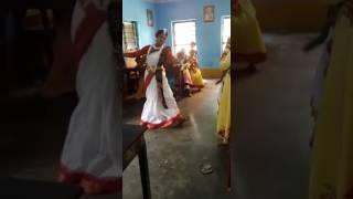 Tui Fela Esachis kare mon mon re amar.........Suma Sarkar Dance