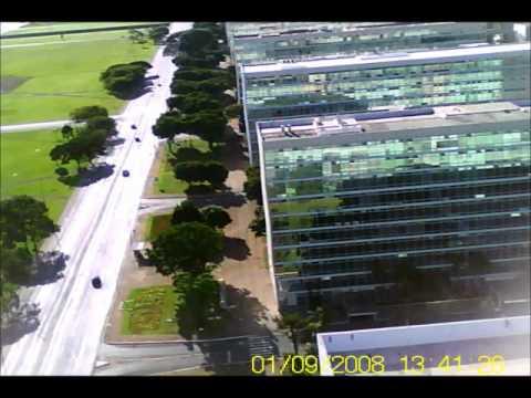 Zagi na Esplanada dos Ministerios em Brasilia.wmv