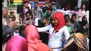 """فتيات يرقصن على """"فرتكة"""" في احتفالية يوم اليتيم قبل وصول المحافظ لحديقة الأزهر"""