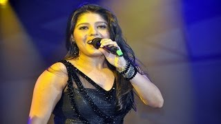 Sunidhi Chauhan Sings Ainvayi Ainvayi At Channel V Indiafest in Goa
