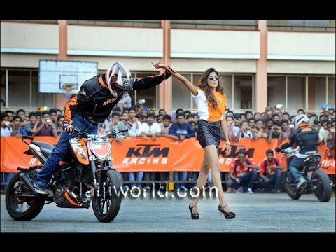 KTM Stunt Show At Vadakara By THROTTLERZ