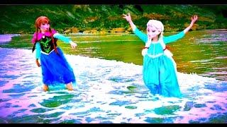 REAL Princess Anna & Elsa having fun at the Beach /Frozen / Seaside