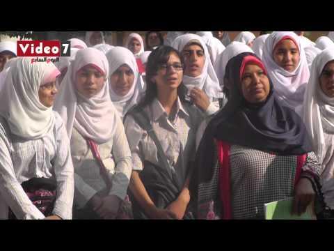 بالفيديو.. طالبة مسيحية تغنى « ياحبيبى يامحمد » مع الإذاعة المدرسية