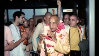 Vaishnava Himself is Very Happy Because He is in Direct Connection With Krishna - Prabhupada 0769