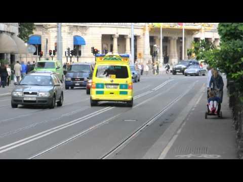 Ambulans på utryckning i Stockholm