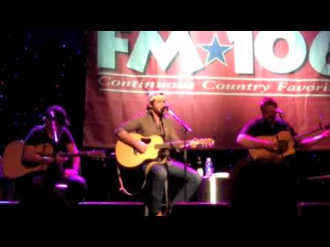 Download Thomas Rhett performs